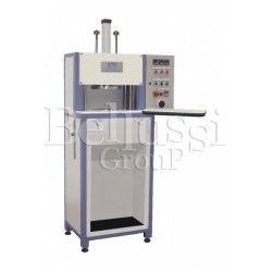 Maszyna do wytłaczania miseczek biustonoszy model P90